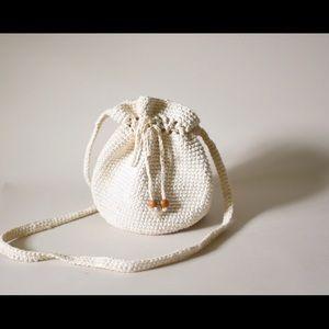 Vintage crochet pouch bag — crossbody body strap